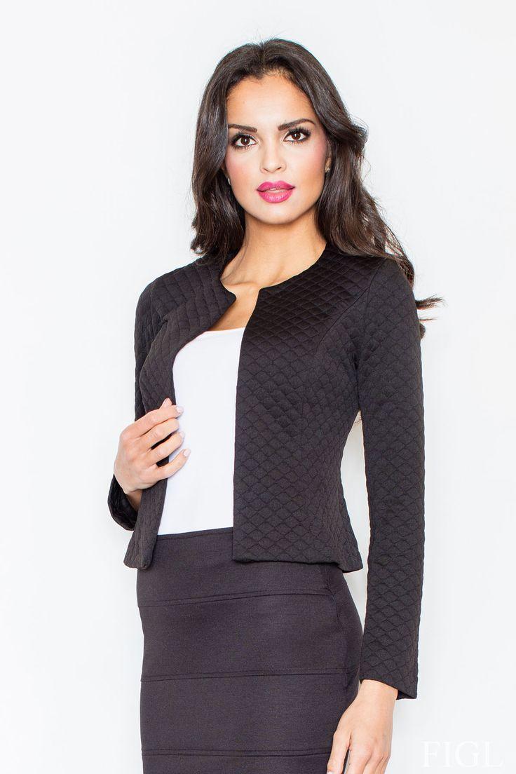 Dámske sako v Chanelovskom štýle bez zapínania s pol kruhovým dekoltom. Coco Chanel vedela, čo ženám pristane, ako zvýrazniť ich krásu v jednoduchom štýle a zároveň byť slobodná v tom, čo nosia. Toto sačko v športovo elegantnom outfite v spojení s jeansami alebo uzkou jeansovou sukňou ti dá mnoho príležitostí byť správna dáma aj pri voľnočasových aktivitách. Outfit v znamení soft office zase podporí tvoju vážnosť na pracovnej pozícii, ktorú si si musela vybojovať svojou disciplínou v…