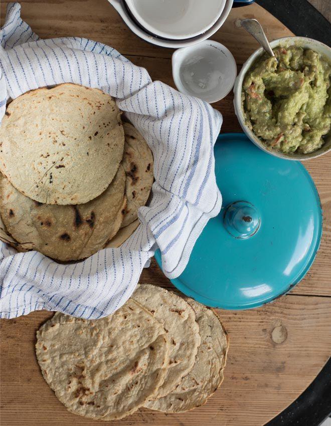 Mais Tortillas  Mais Tortillas sind fast schneller gemacht als gekauft und schmecken original mexikanisch. Für Tacos, Burritos, Enchiladas, Fajitas und  Quesadillas