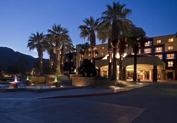Fachada del hotel en California, Renaissance Palm Springs Hotel