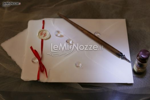 http://www.lemienozze.it/operatori-matrimonio/partecipazioni_e_tableau/partecipazioni-nozze-roma/media/foto/13  Partecipazioni di matrimonio semplici ma allo stesso tempo molto eleganti