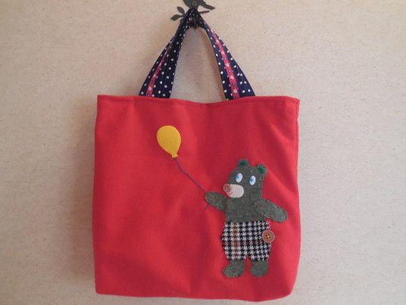 サイズ タテ 約30㎝    ヨコ 約33㎝    マチ 約6㎝ウール混の生地にクマさんのアップリケを施したトートバッグです。お散歩に、お買物に使いやすいサイ... ハンドメイド、手作り、手仕事品の通販・販売・購入ならCreema。