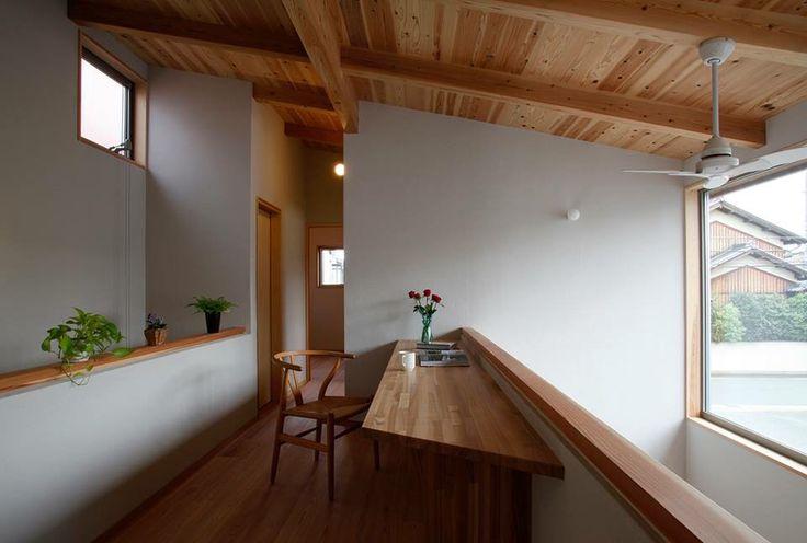 二階に配置した書斎スペース。