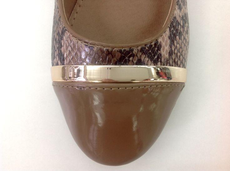 #fashion #zapato #marron #print #dorado #bailarina #chic #tacón #chicas #cool http://calzadostacon.es/