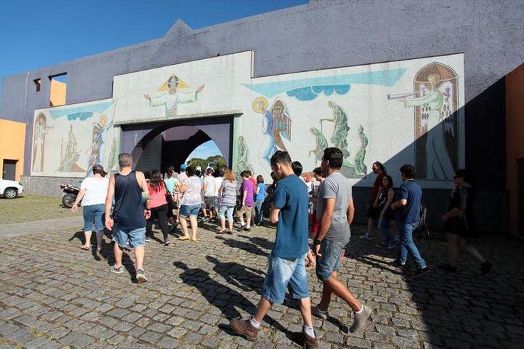 Visita guiada ao cemitério Municipal São Francisco de Paula apresenta a história de personalidades femininas. Foto:Cido Marques/FCC