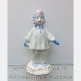 "Статуэтка из фарфора "" Девочка со снежком "". Дулево. ,  Фарфоровые статуэтки"