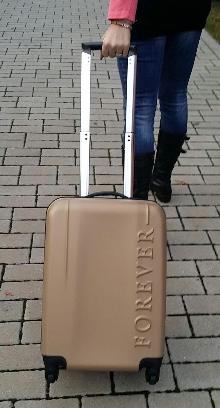 KI435 - Forever arany bőrönd