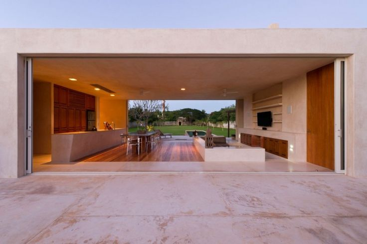 Contemporary Home Design With Large Green Yard ~ http://lanewstalk.com/making-use-of-large-green-yard/