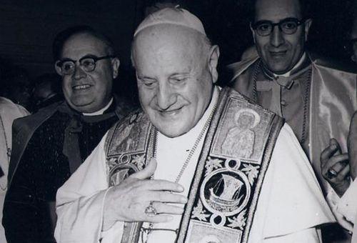 Pacem in terris de Juan XXIII alienta solidaridad y paz para el mundo, dice el Papa Francisco