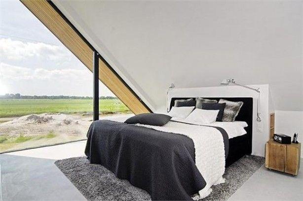 Nachtkastje achter bed