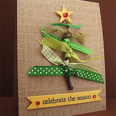 Tarjeta en forma de árbol con distintos lazos verdes