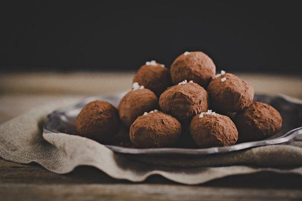 """9 Dicembre - #Calendario dell'#Avvento - La #ricetta dei #tartufi al #cioccolato e #arancia. Un classico per #Natale ma non solo - """"10 Modi di fare"""" i tartufini - New #recipe on #OPSD blog: #Chocolate #orange #truffles - #AdventCalendar - #Christmas - #homemade #gift - """"10ways to make"""" truffles :)"""