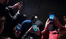 Τα κινητά τηλέφωνα ευθύνονται για... τις ψείρες κατά ένα μεγάλο ποσοστό   Τα παιδιά που έχουν κινητό τηλέφωνο είναι πιο πιθανό να κολλήσουν... ψείρες. Αυτό προκύπτει από μια νέα βρετανική μελέτη που υποστηρίζει ότι τα παιδιά  from Ροή http://ift.tt/2uPdx19 Ροή