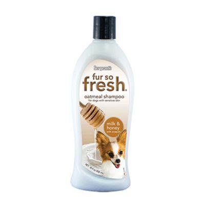 Sergents Anti- Kaşıntı Formüllü Ballı ve Sütlü % 100 Doğal Köpek Şampuanı 500 Ml Ballı ve Sütlü formülü ile özel ve güzel kokusu yanında daha sağlıklı tamamen doğal formülasyonu iel evcil hayvanınızın cildine bakım sağlar. İçeriğinde ki yulaf ezmesi ve Awaupi ile besleyici özelliği sayesinde köpeğinizin cildi her zamankinden daha güzel gözükecektir. Optimum canlılık için özel olarak formüle edilen şampuan köpeğinizin cildinde koruyucu bir bariyer oluşturarak nemlenmesin de yardımcı olur.