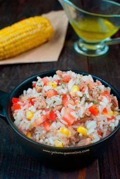 Ensalada de Arroz con Atún, es una ensalada fría ideal para esos días de verano. Una opción saludable que puedes personalizar a tu gusto.
