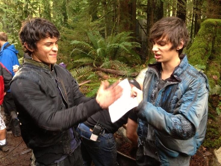 Bobby Morley & Devon Bostick (Bellamy Blake and Jasper Jordan) || The 100 cast behind the scenes