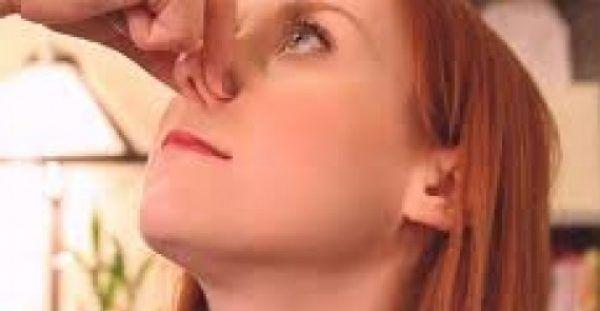 Ξεβούλωμα μύτης σε 2 μόλις λεπτά με αυτό το έξυπνο κόλπο!  (vid)