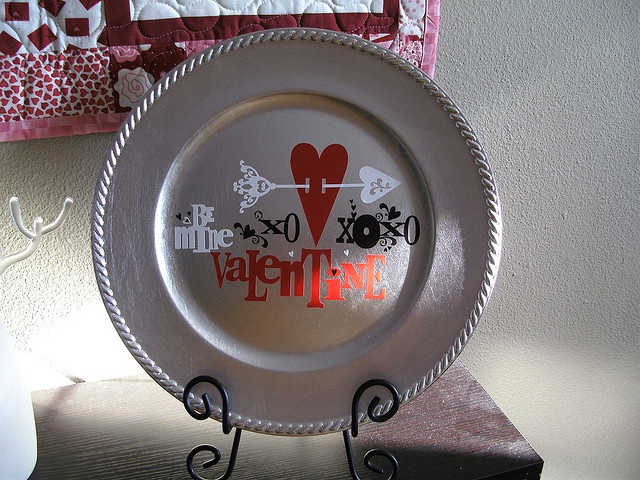 Valentine\u0027s day - can get chargers and plate holder-uppers at Michael\u0027s & 43 best Charger Plates images on Pinterest   Charger plates ...