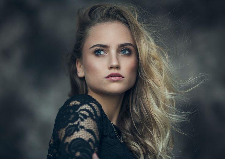 "Wercza - More on Instagram: <a href=""http://www.instagram.com/brynestam"">@brynestam</a>  Weronika Sochacz Renata Bator Makeup"