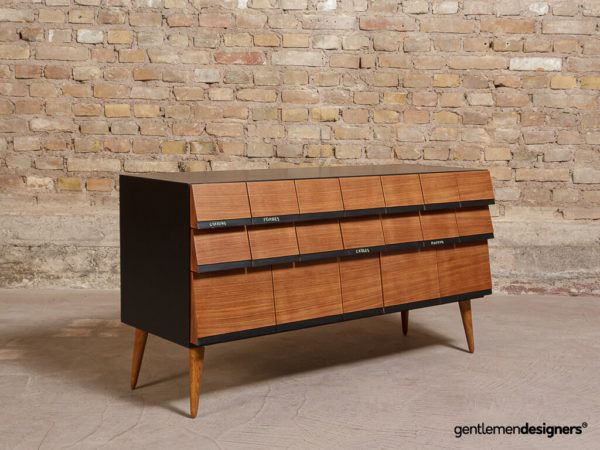 nombreux tiroirs meuble vintage