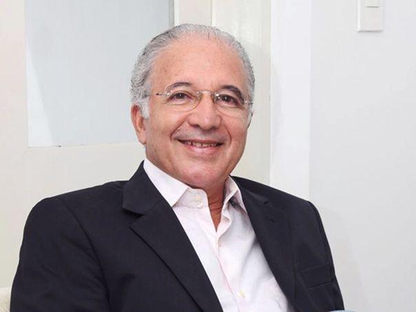 Romão fez parte do governo pernambucano de Jarbas Vasconcelos, de 1999 a 2006, como secretário de administração