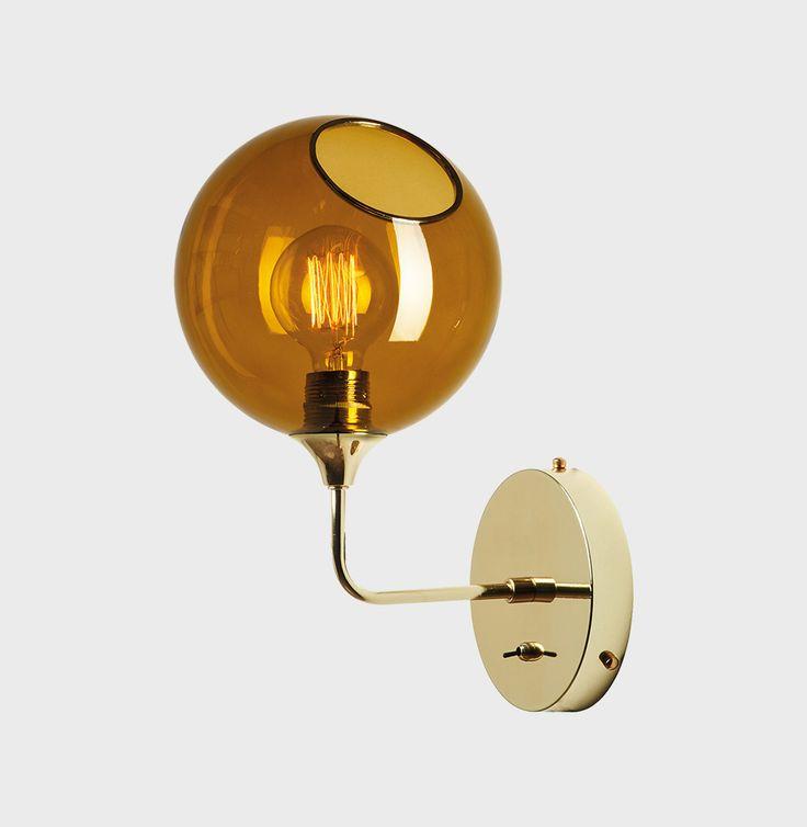 Ballroom væglampe Ballroom – the wall short fra Design By Us er en vægmonteretlampe i mundblæst og håndmalet glas og tekstilbeklædt ledning.(Anbefalet Edison pære inkluderet, max 40 watt) Lampens mål: Ø20 x H37 Vælg mellem farverne: – Gul (Amber) – Lyserød (Rose) – Lilla (Purple Rain) – Røg (Smoke) Design By User et danskDesign studio. … Læs videre Ballroom – the wall short →