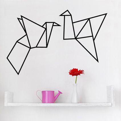 ORIGAMI VOGELS DECORATIESTICKERBen je helemaal fan van de origami kunst of wil je gewoon eens iets anders, moderns, kunstzinnigs op je muur dan is deze muursticker zeker iets voor jou. Decoratiestickers zijn een eenvoudige en goedkope manier om je huis op te vrolijken. Je kunt deze sticker op de muu