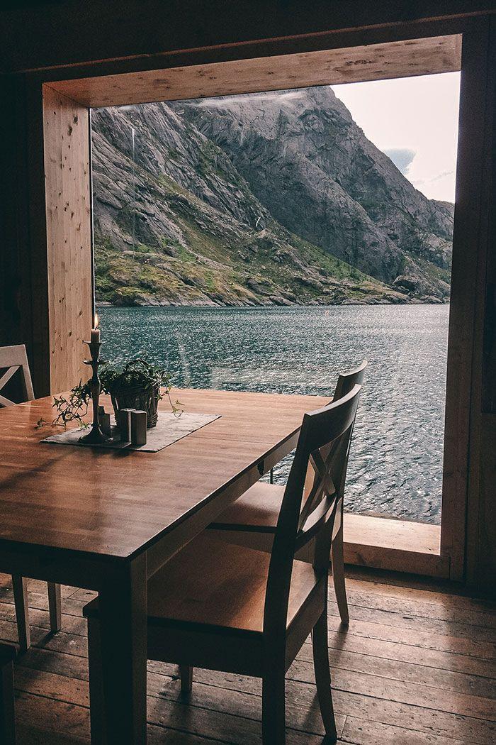 Wart ihr schon mal auf den Lofoten in Norwegen? Nein? Dann müsst ihr euch unsere Reisetipps zu den Lofoten unbedingt ansehen. Achtung, Fernweh!