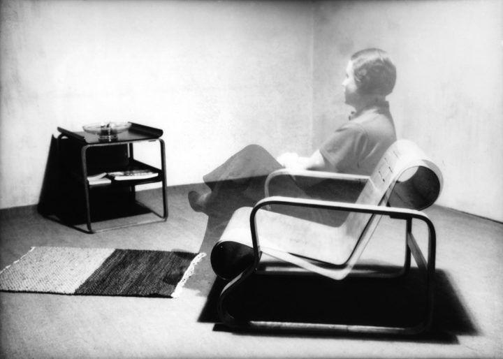 Aino Aalto Paimio-nojatuolissa, fotomontaasi, 1930-luku. © Alvar Aalto -säätiö, Artek-kokoelma