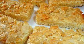 Zutaten 1 Becher Sahne 2 Becher Mehl 1 Becher Zucker 1 Pck.  Backpulver 3  Ei(er) 150 g Butter 3 EL  Milch ...
