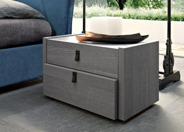 table de nuit en couleur grise avec des tiroirs pour un rangement complet