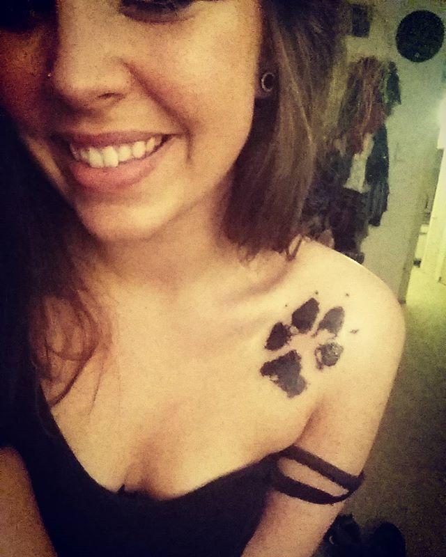 My Oak Forever 🐾 💓 #hesmyworld #myoak #myoakley #missyou #foreverwithme #wantyouback #istillseeyou #puppylove #pawprint #tattoo #itsperfect  Many thanks @russellsayre My Fav ♡