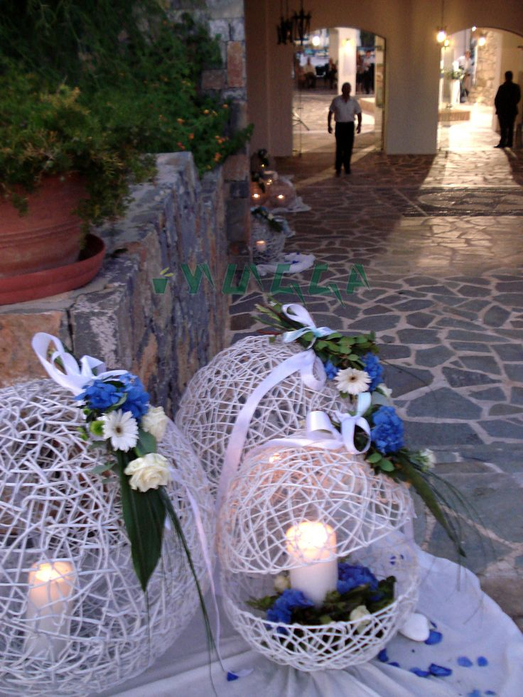 Wedding entrance decoration #weddingentrance #weddings #weddingdecoration #white #blue #weddingscrete #flowerscrete #greekweddings #yuccaflowers #yuccaflorist
