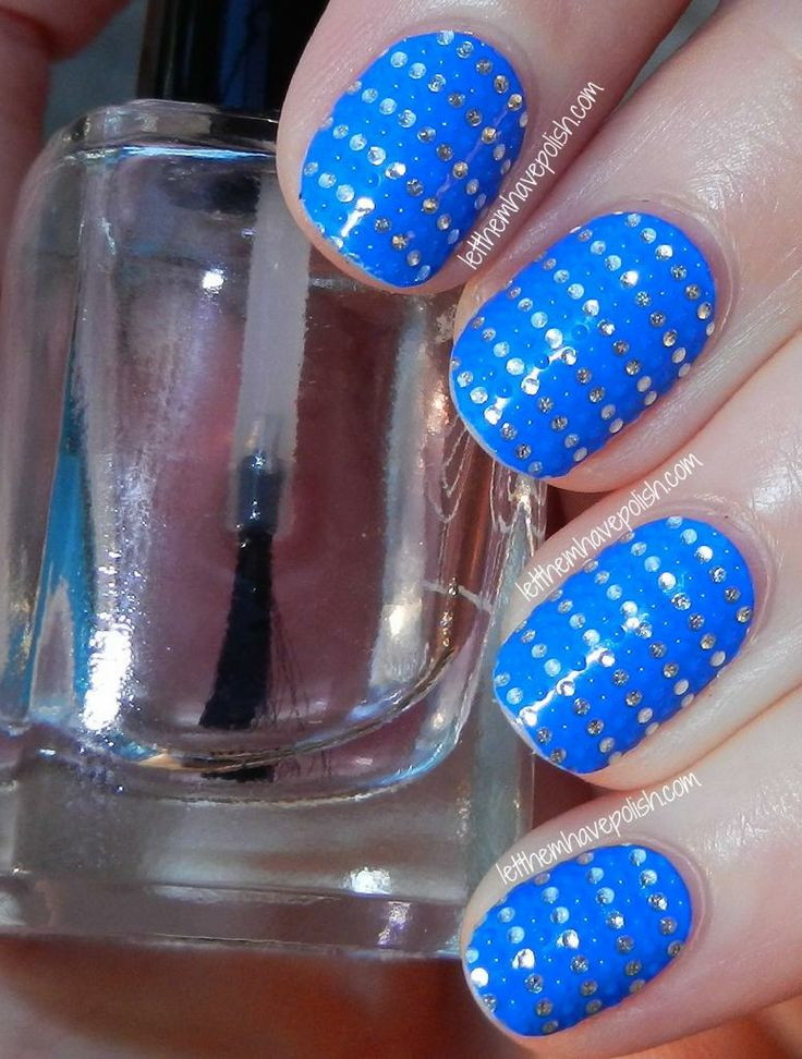 I have always said I have a thing for stripes. This takes my obsession to a whole new level. Essie Sea me Shine -Momo