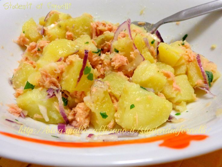 Insalata di patate con tonno e cipolle