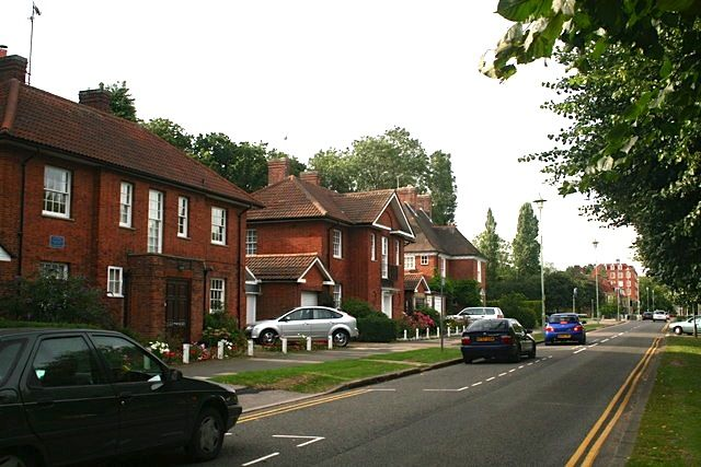 1st class house removals service covering the Welwyn Garden City area with Ring 4 Van Removals