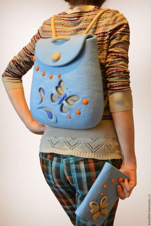 Войлочный голубой рюкзачок из мериносовой шерсти с милой бабочкой. Модный и яркий. В комплект можно сделать кошелек. / Felted rucksack with butterfly, felt backpack. Felt in fashion by #olafelt