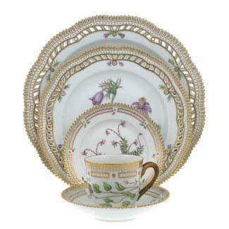 Flora Danica is probably the worldu0027s most expensive china pattern at $6500 a place setting  sc 1 st  Pinterest & 285 best Flora Danica images on Pinterest   Flora danica Royal ...