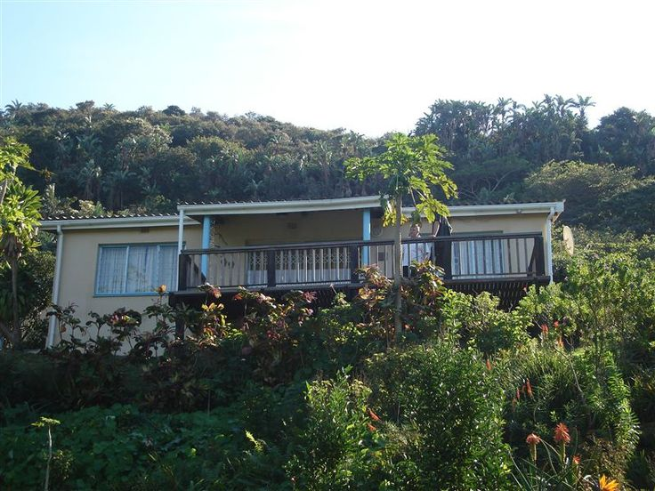Kingfisher Cottages - Kingfisher Cottages is situated a few meters from Long Beach at Agate Terrace.  It is 7 km off the tar road on a gravel road - here you will find Kingfisher Cottages nestled in a lush garden.  There are ... #weekendgetaways #portstjohns #southafrica