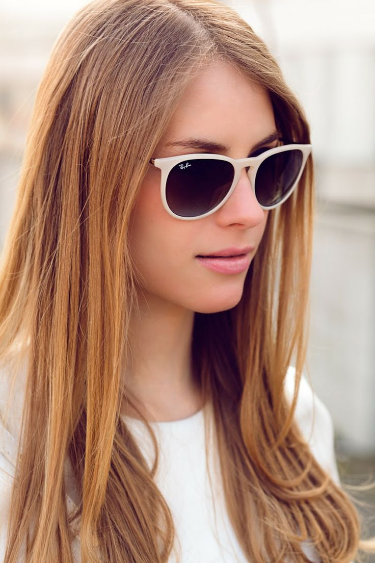 Cool white look. Ray Ban Erika in rubber beige.