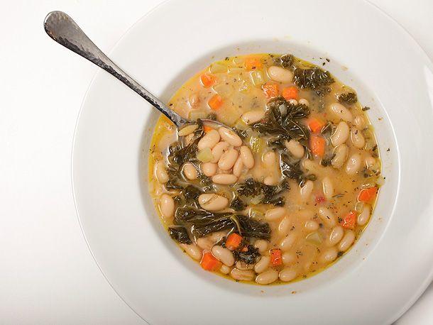 Tuscan Bean Soup w/ kale. Use veggie broth. Yummmm