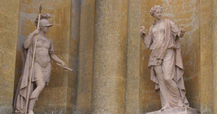 Rol del coro en el teatro griego. Un coro griego clásico consistía en un grupo de hombres vestidos de forma idéntica que actuaban como observadores y comentaristas durante el transcurso de una obra. Ellos cumplían varios roles esenciales que influían sobre el desarrollo del drama griego. Un coro griego podía contar con hasta 50 personas, pero Sófocles estableció su número en 15.