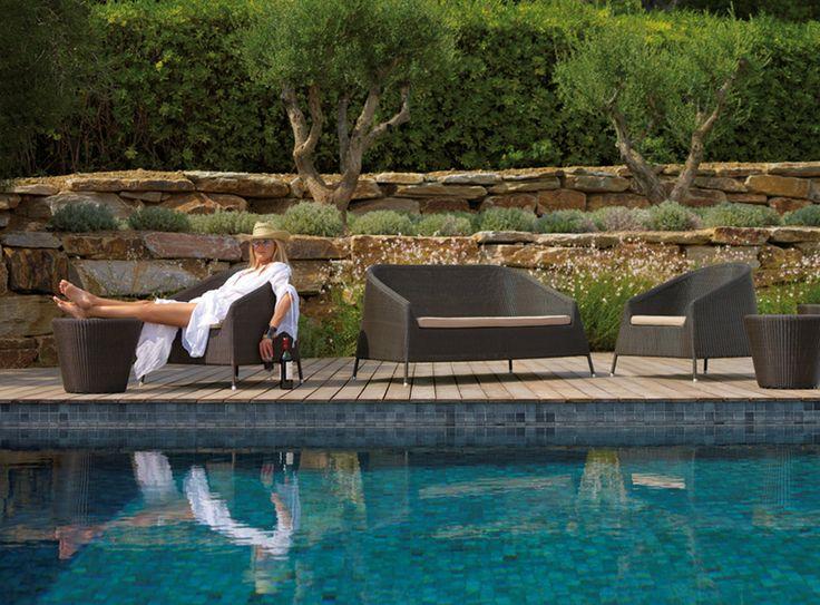 KINGSTON – LOUNGE CHAIRS + 2 SEAT SOFA + STOOL/SIDE TABLE
