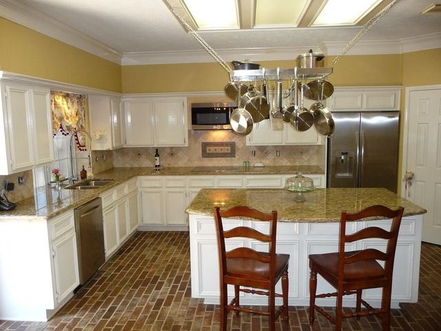 Kitchen Backsplash Yellow Walls 29 best kitchens images on pinterest | santa cecilia granite
