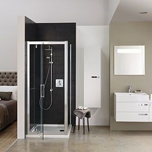 Modern open plan ensuite bathroom