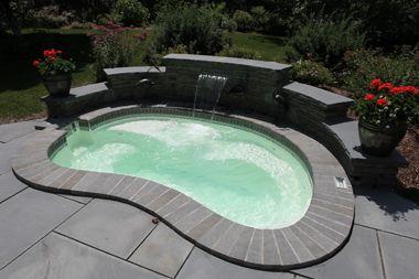 Nassau-pool-spa.jpg (380×253)