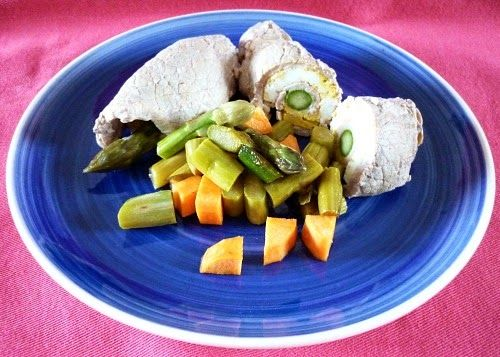 Veal rolls with marinated asparagus . Involtini di vitello con asparagi marinati