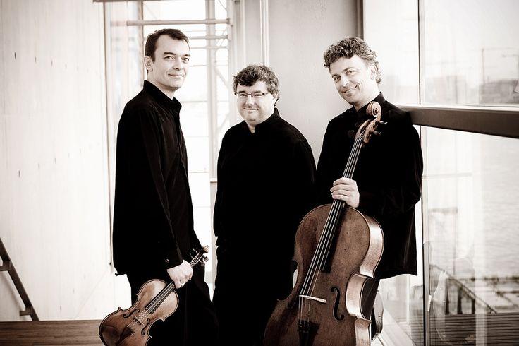 Trio Wanderer - Franse pianotrio's - © Marco Borggreve - Drie instrumenten in drie Franse pianotrio's uit drie generaties: Saint-Saëns, leermeester van Fauré, leermeester van Ravel.