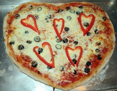 Double hearts pizza: Valentine'S Day, Valentines Fun, Valentines Day Ideas, Valentine'S S,  Pizza Pies, Kids Friends Valentines, Dinners Ideas, Heart Pizza, Valentines Pizza