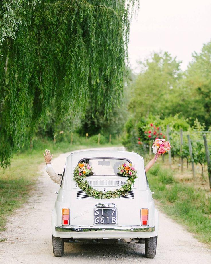 """""""Mi piace"""": 4,744, commenti: 43 - Wedding Chicks® (@weddingchicks) su Instagram: """"HOW CUTE! Videography by @gattotigre_video • • • Photography @facibenifotografia Coordinator and…"""""""