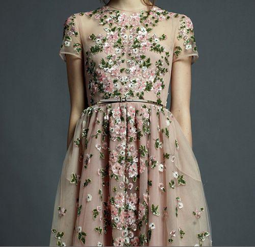 Valentino Resort 2013: Floral Embroidery, Finding Dresses, Beige Dresses, Vintage Dresses, Exquisite Valentino, Valentino Resorts 2013, Flower Girls, Floral Dresses, Amazing Dresses